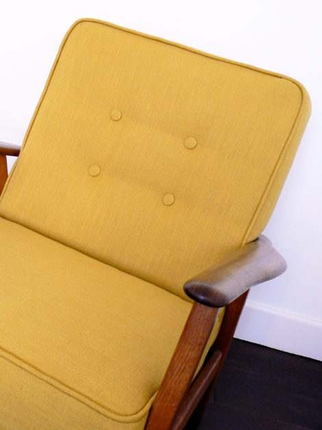 yellow_chair_close_up